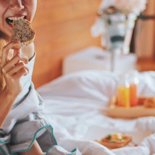 10-วิธีกำจัดกลิ่นและคราบบนที่นอนให้สะอาดหมดจด-1